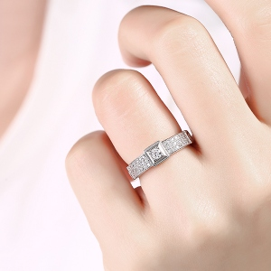 engagement ring for lady