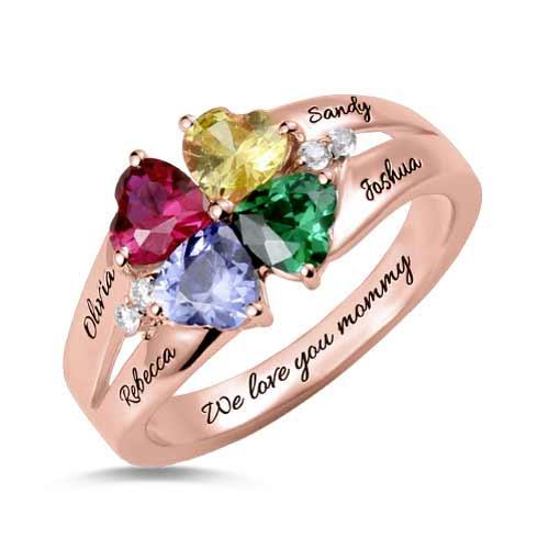 Anel em ouro rosa com personalização de nomes da pedra zodiacal de quatro corações