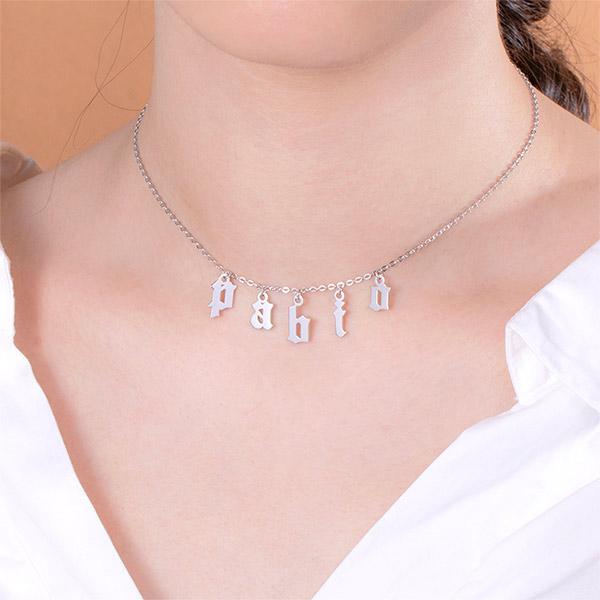 Personalisierte Buchstaben-Choker-Halskette in Sterlingsilber