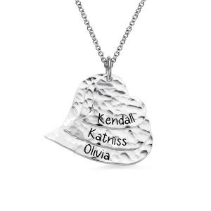 Personalisierte Gehämmerte herzförmige Familien Halskette in Reinem Silber
