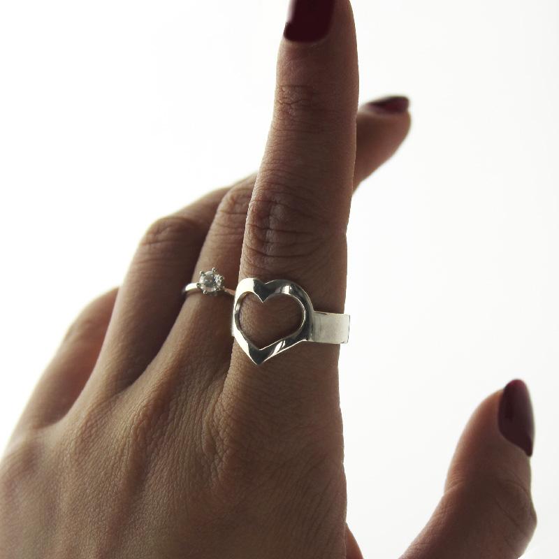 Anel de coração de compromisso com nome do casal personalizado em prata