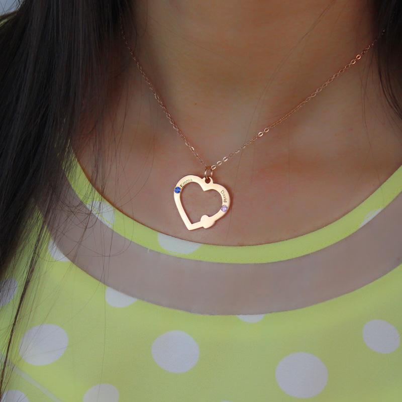 Fio em ouro rosa com coração aberto com nome e pedra zodiacal